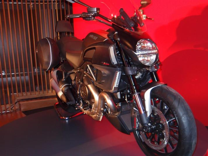 Ducati Diavel leftside