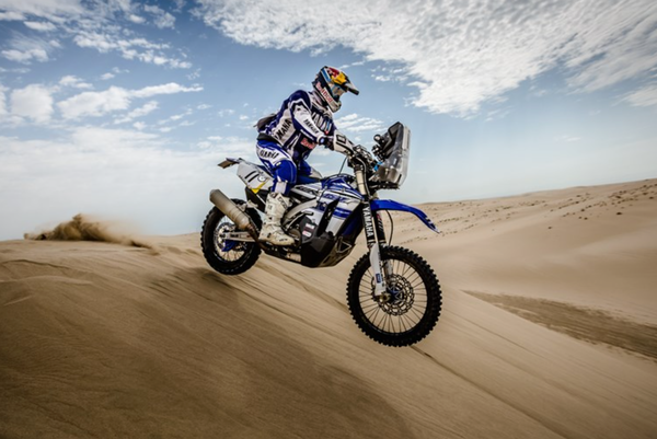 Hélder Rodrigues and his WR450F Rally on the third stage of the Sealine Cross Country Rally in Qatar