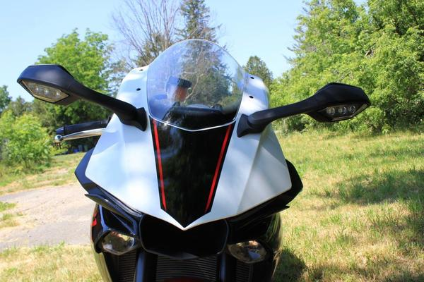 The front of the R1S looks like nothing out there. It reminds me of an ungly insect, but she can buzz