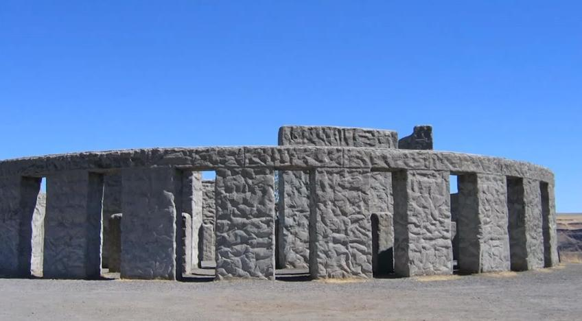 Maryhill Stonehenge - exterior view